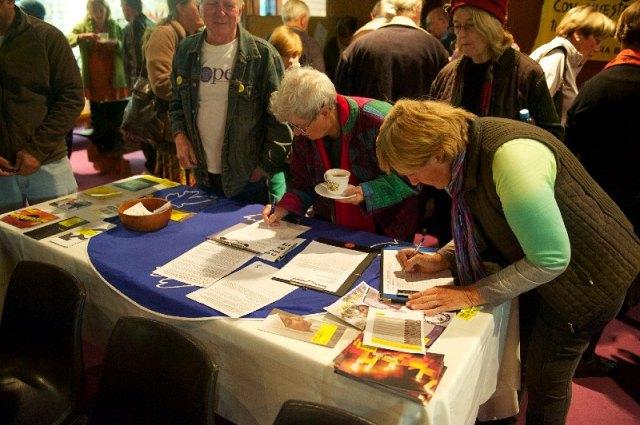 Gerd  gets signatures
